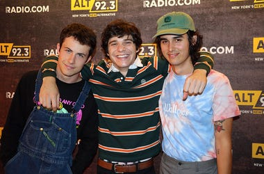 Wallows Meet Fans at ALT Pop Up Sessions