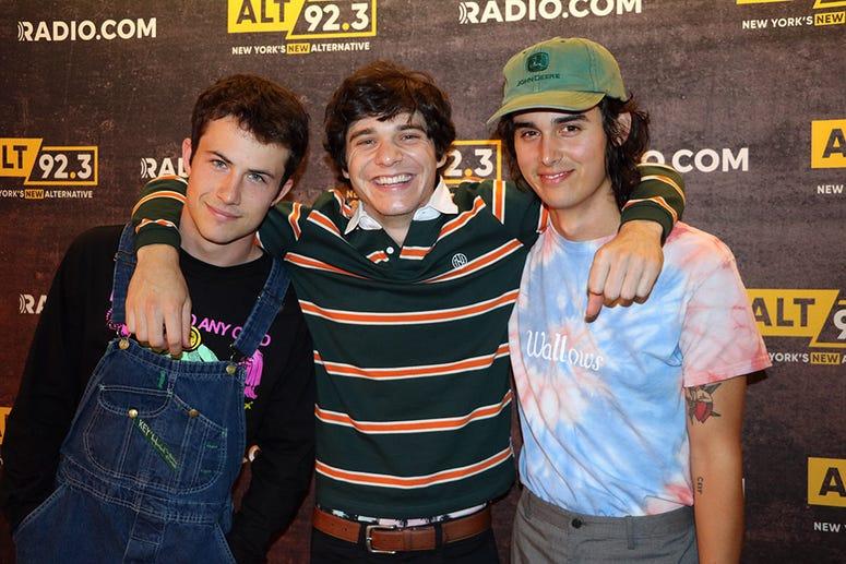 Wallows Meet Fans at ALT Pop Up Sessions