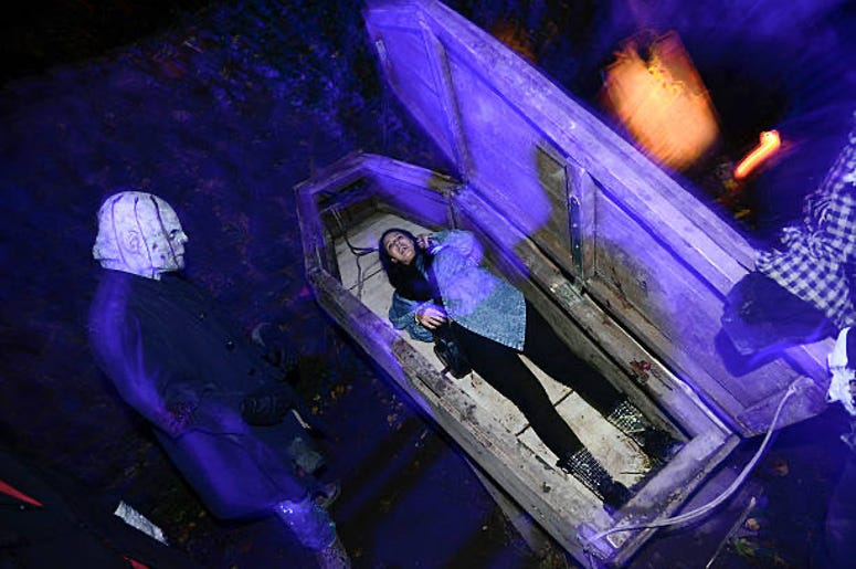 6 FLAGS' 30 HR COFFIN CHALLENGE