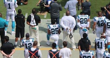 Eric Reid Kneels During Return Game Panthers Vs Giants