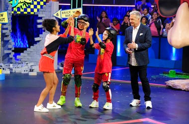 """Marc Summers with contestants on the game show """"Double Dare"""""""