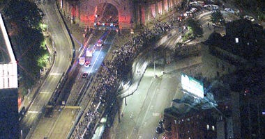 Standoff at Manhattan Bridge