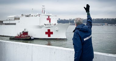 Mayor de Blasio with USNS Comfort