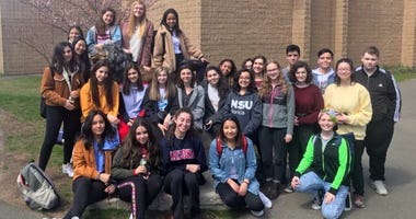 Leonia students at Notre Dame Cathedral