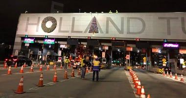 Holland tunnel decoration wreaths