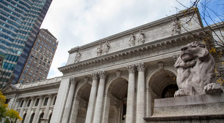 The New York Public Library entrance on the 5th avenue
