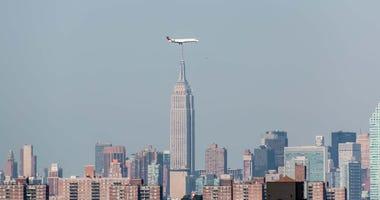 LaGuardia New York plane