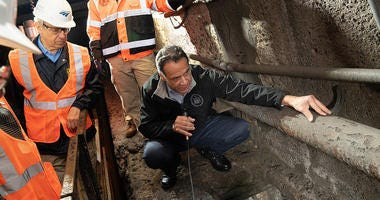 Governor Cuomo Tours Gateway Tunnel