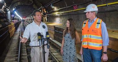 Gov. Cuomo tours the Canarsie Tunnel