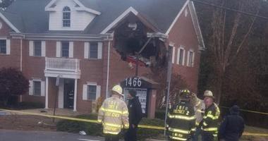 Car crashes into NJ building