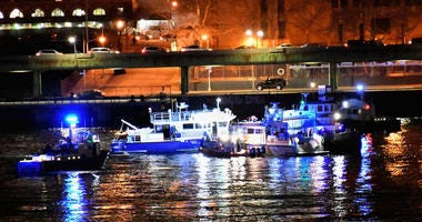 Helicopter Crashes Into New York City's East River