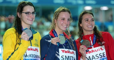 Regan Smith and her gold medal