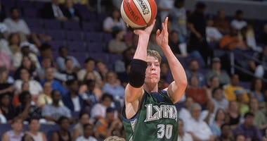 25 Jun 2001: Katie Smith #30 of the Minnesota Lynx gets ready to shoot the ball during the game against the Washington Mystics at the MCI Center in Washington, D.C.