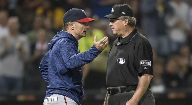 Molitor and umpire