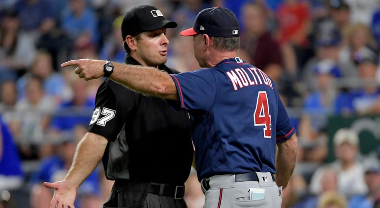 Paul Molitor gives the umpire an earful