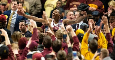 Gophers win and DuPress McBrayer is mobbed