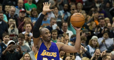 Kobe Bryant passes Michael Jordan on NBA scoring list at Target Center