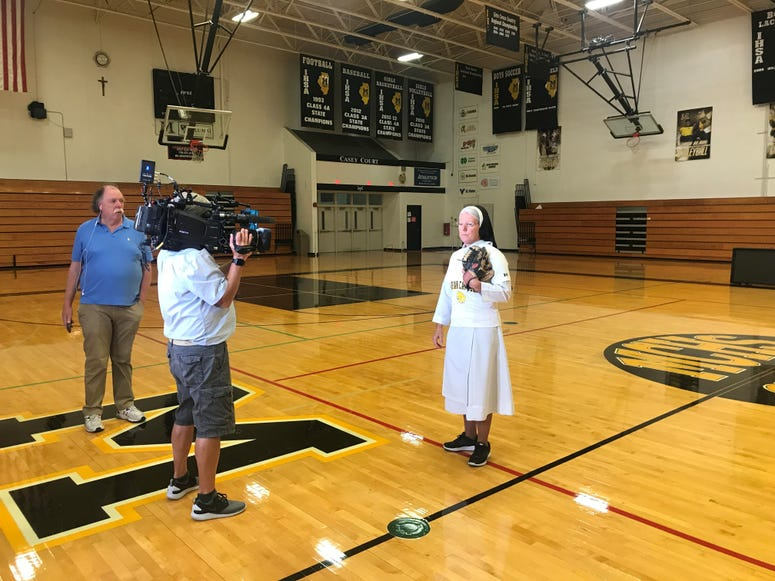 GMA talks with the nun
