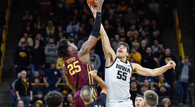 Gophers center Daniel Oturu faces Iowa center Luka Garza