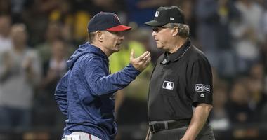 Molitor and umpire