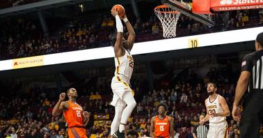 Gopher center Daniel Oturu dunks