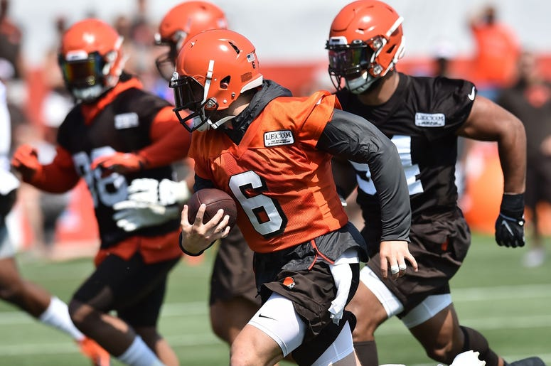 Cleveland Browns quarterback Baker Mayfield (6) runs with the ball during training camp at the Cleveland Browns Training Complex.