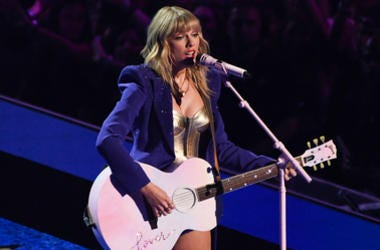 aylor Swift performs on stage at the MTV Video Music Awards 2019, held at the Prudential Centre in Newark, NJ.
