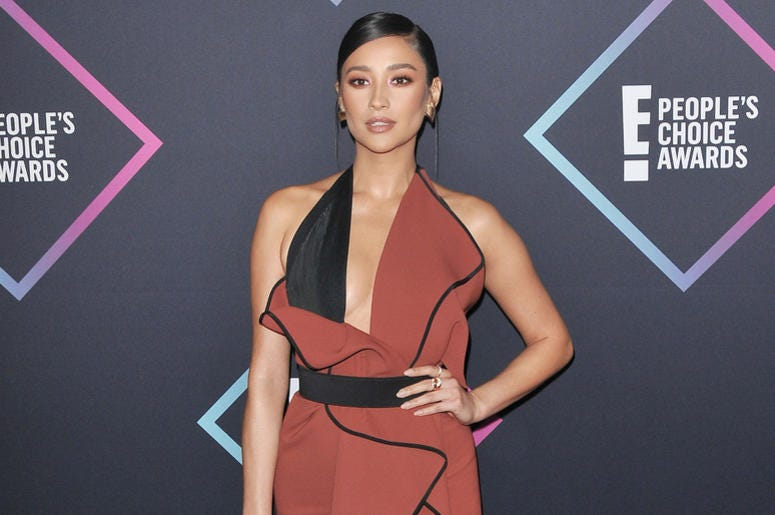 Shay Mitchell arrives at the 2018 E! People's Choice Awards held at the Barker Hangar in Santa Monica, CA on Sunday, ​November 11, 2018.