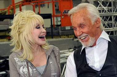 Singers / Songwriters Dolly Parton and Kenny Rogers backstage