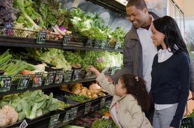Family shopping for healthy food