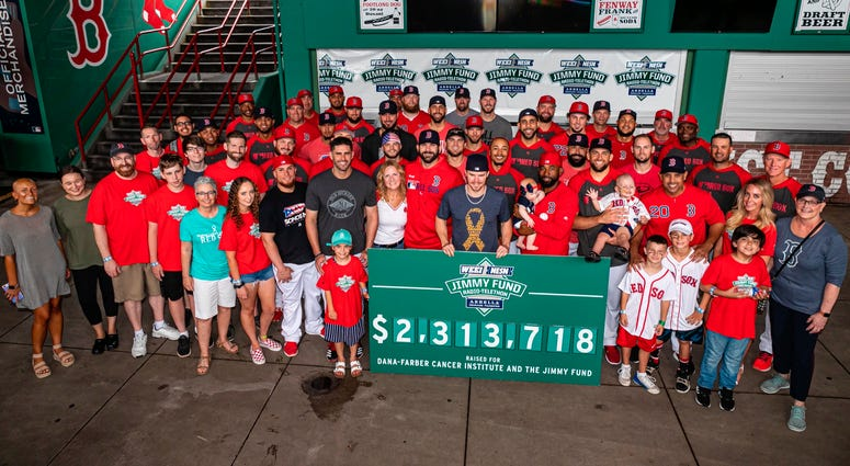 Red Sox team photo with kids