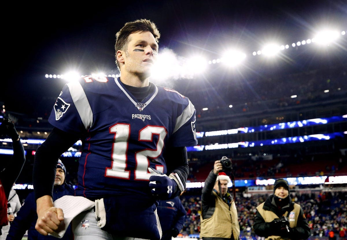 Report: NFL executives offer opinions on Tom Brady's future