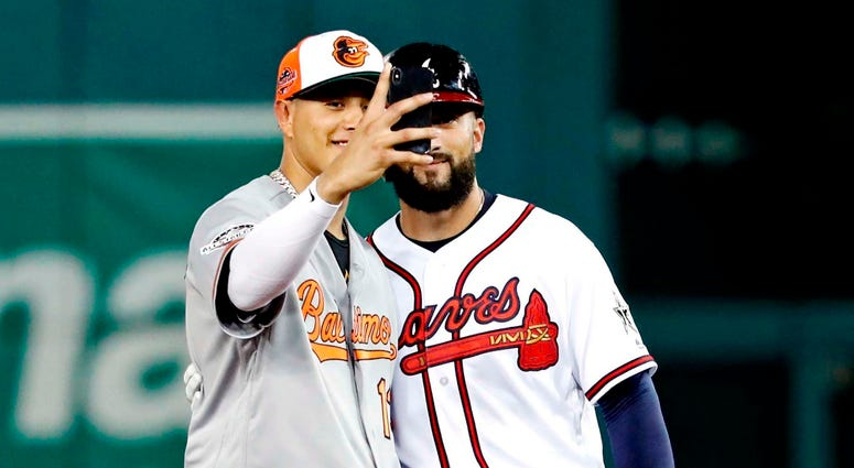 Machado takes a selfie with former teammate Markakis