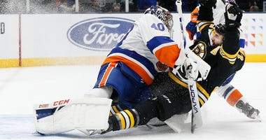 Patrice Bergeron Boston Bruins Semyon Varlamov New York Islanders