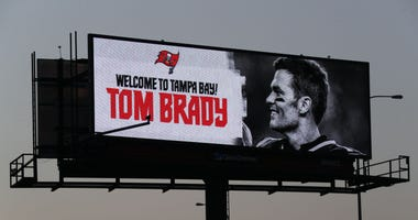 Brady welcome to buccaneers sign