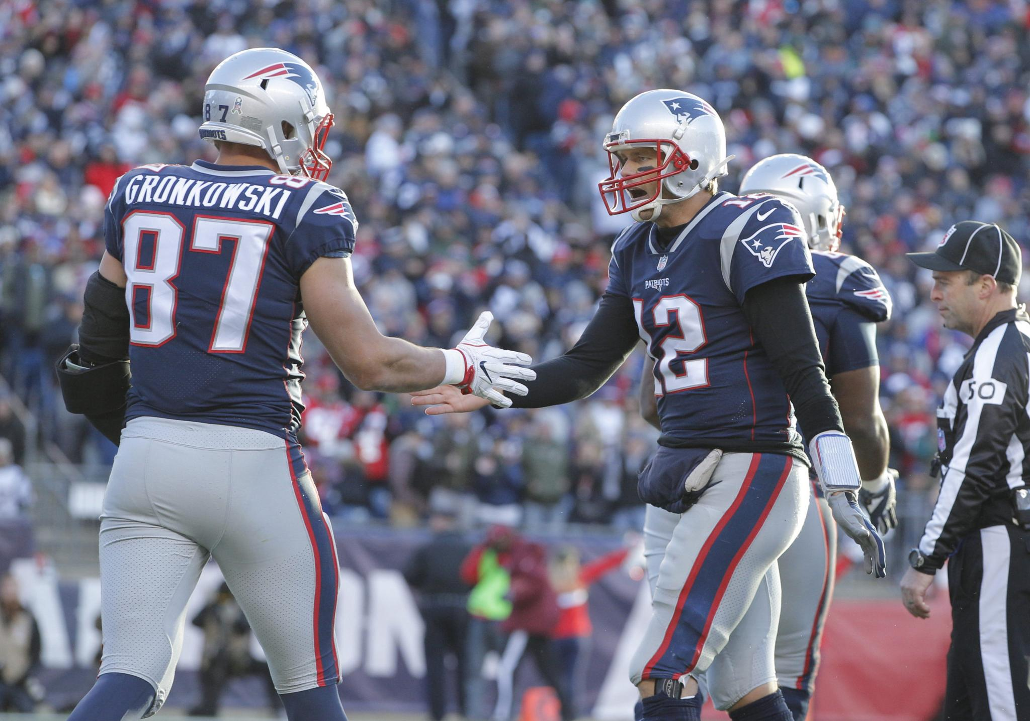 Friday S Mashup Tom Brady Tweets About Reunion With Gronk