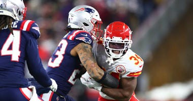 Patrick Chung tries to stop Darwin Thompson