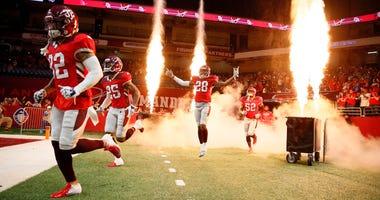 Feb 17, 2019; San Antonio, TX, USA; The San Antonio Commanders run onto the field prior to an Alliance of American Football game against the Orlando Apollos at the Alamodome. Mandatory Credit: Soobum Im-USA TODAY Sports