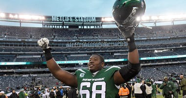 Jets offensive tackle Kelvin Beachum celebrates after the game against the Raiders on Nov. 24, 2019, at MetLife Stadium.
