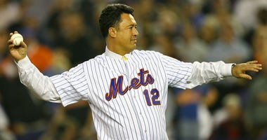 Mets great Ron Darling throws out the first pitch of Game 7 of the NLCS against the St. Louis Cardinals on Oct. 18, 2006, at Shea Stadium.