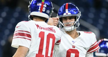 Giants Daniel Jones and Eli Manning before the game against the Lions at Ford Field on Oct 27, 2019.