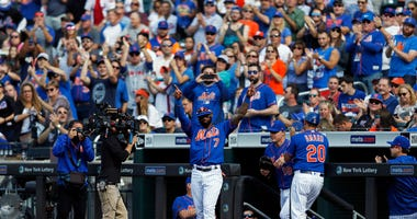 The Citi Field crowd honors Jose Reyes in his final game