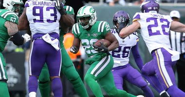 Jets running back Bilal Powell runs the ball against the Minnesota Vikings on Oct. 21, 2018, at MetLife Stadium.