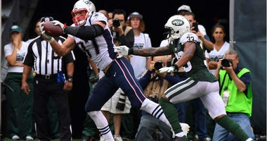 Rob Gronkowski makes a touch down to tie the game during the 1st half against the New York Jets at MetLife Stadium