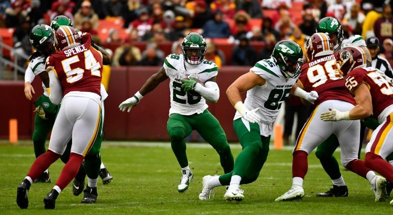 New York Jets running back Le'Veon Bell (26) rushes the ball against the Washington Redskins during the second half on Nov 17, 2019 at FedExField.