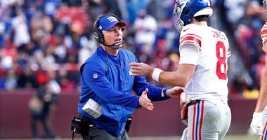 New York Giants quarterback Daniel Jones (8) is congratulated by Giants head coach Pat Shurmur after throwing a touchdown pass against the Washington Redskins in the first quarter on Dec 22, 2019 at FedExField.