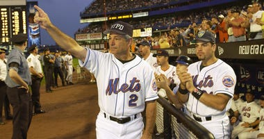 Mets manager Bobby Valentine and catcher Mike Piazza on Sept. 21, 2001
