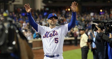 Mets third baseman David Wright (5) waves to the crowd after a game against the Miami Marlins at Citi Field on Sept. 29, 2018.