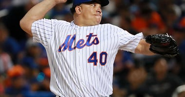 Bartolo Colon pitches for the Mets