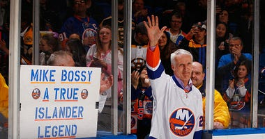 Islanders great Mike Bossy waves to the fans.